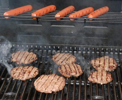 Burgers & Hot Dogs Grilling