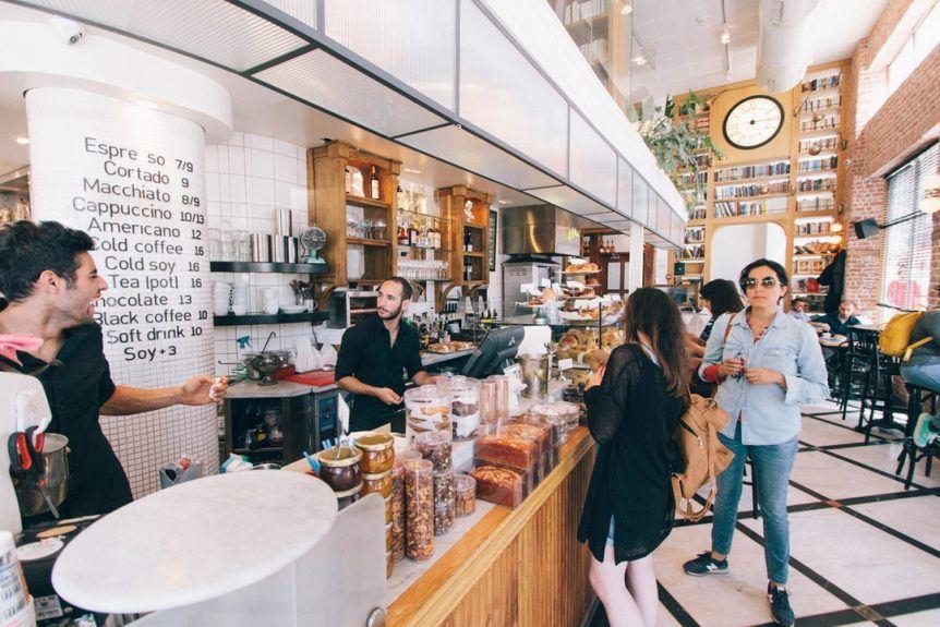 Coffee Shop full of customers   Unsplash